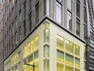 「バーバリー」 銀座にリカルド・ティッシによる新店をオープン