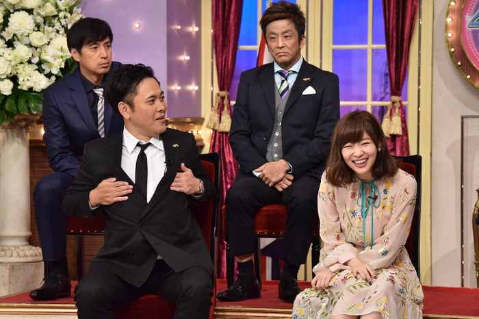 (下段左から)有田哲平、指原莉乃(上段左から)徳井義実、堀内健 (C)日本テレビ