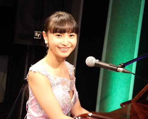 【動画】望月琉叶、配信ライブで披露したピアノ演奏への想いを語る