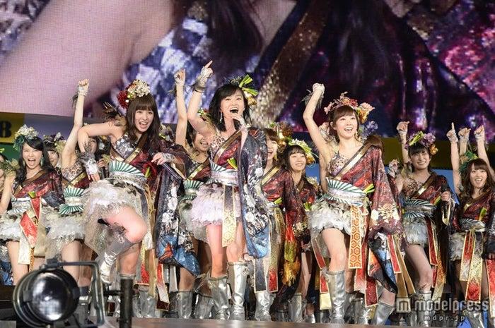 NMB48、柏木由紀ら新体制お披露目 吉本新喜劇とコラボで1万8000人 ...