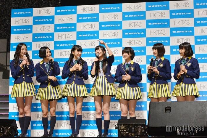 左から:森保まどか、兒玉遥、田島芽瑠、指原莉乃、朝長美桜、宮脇咲良、穴井千尋