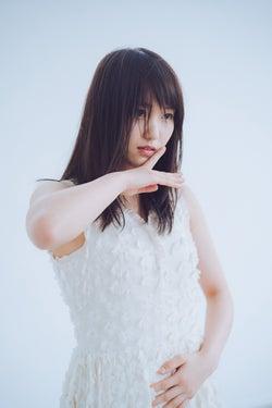 欅坂46菅井友香、裸足で迫真のダンス グループの今を表現した漢字一文字とは