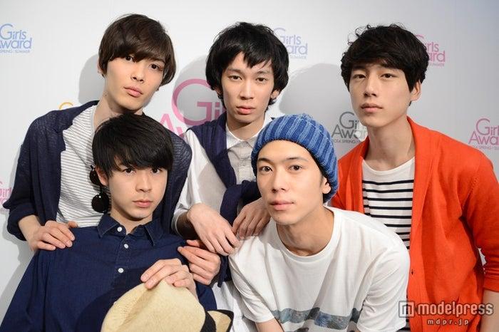 モデルプレスのインタビューに応じた(前列左より)成田凌、高橋義明(後列左より)守屋光治、小松史弥、、坂口健太郎