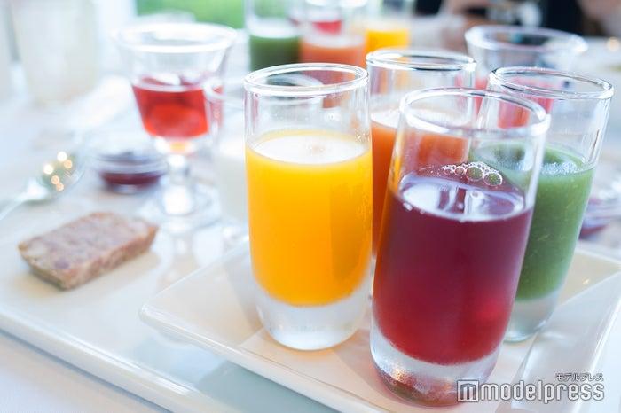 4種類のプティドリンク(三重県産柑橘ジュース、フルーツと野菜のジュース、トマトジュース、クランベリージュース)(C)モデルプレス