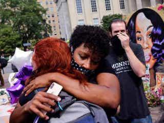 「また黒人虐殺の責任が取られなかった」ブレオナ・テイラーさんを射殺した警官の殺人罪起訴なし、大規模な抗議に