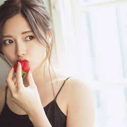 モデルプレス - 乃木坂46白石麻衣、キャミワンピで素肌あらわ 西野七瀬との思い出を語る