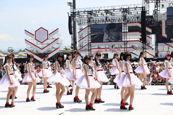 NGT48、メジャーデビュー決定 キャプテン北原里英も歓喜の涙(C)AKS