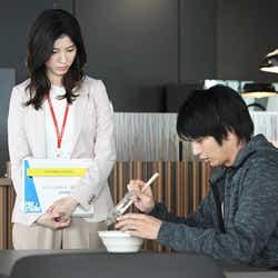 吉高由里子、向井理/「わたし、定時で帰ります。」第8話より(C)TBS