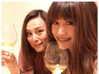 米倉涼子&ヨンア、美しすぎる夜会2ショットが話題