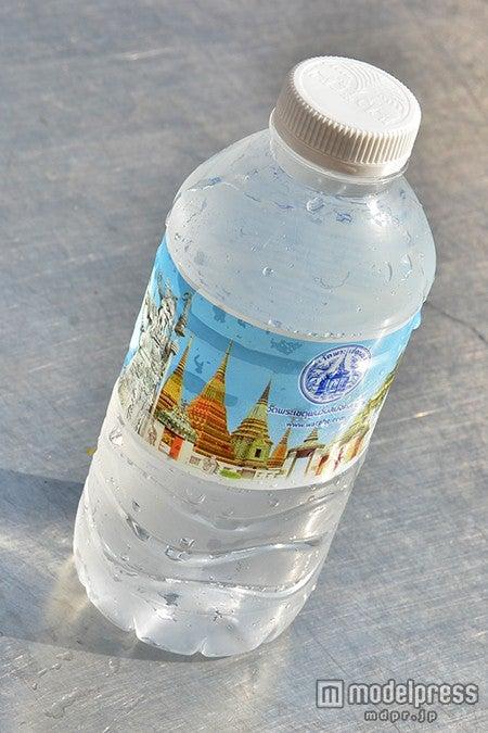 「ワット・ポー」がプリントされたオリジナルのお水