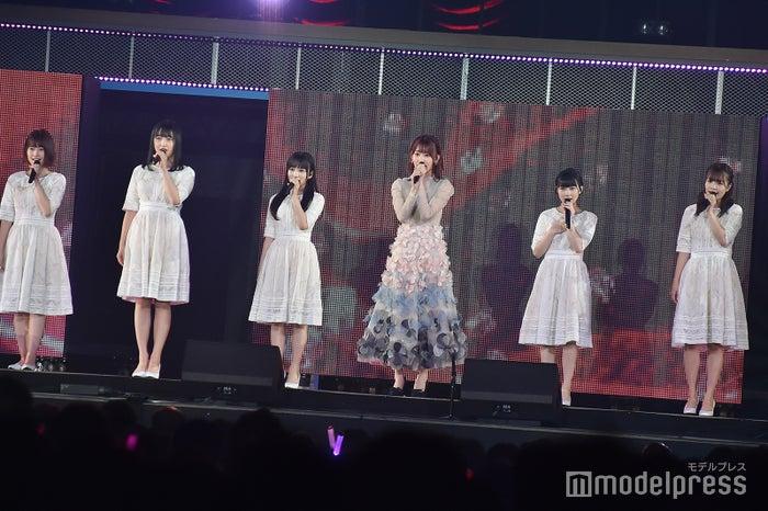 宮脇咲良とHKT48メンバー「AKB48グループ感謝祭~ランクインコンサート~」 (C)モデルプレス