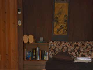 乃木坂46秋元真夏2nd写真集、ランジェリーカット解禁 大人の表情にドキッ<しあわせにしたい>