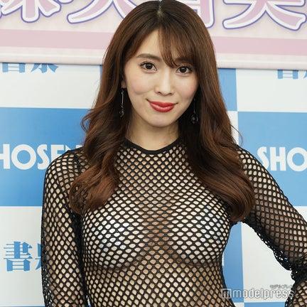 森咲智美、SEXYハイレグ衣装で登場「エロで攻めすぎて」インスタ投稿が削除された過去も