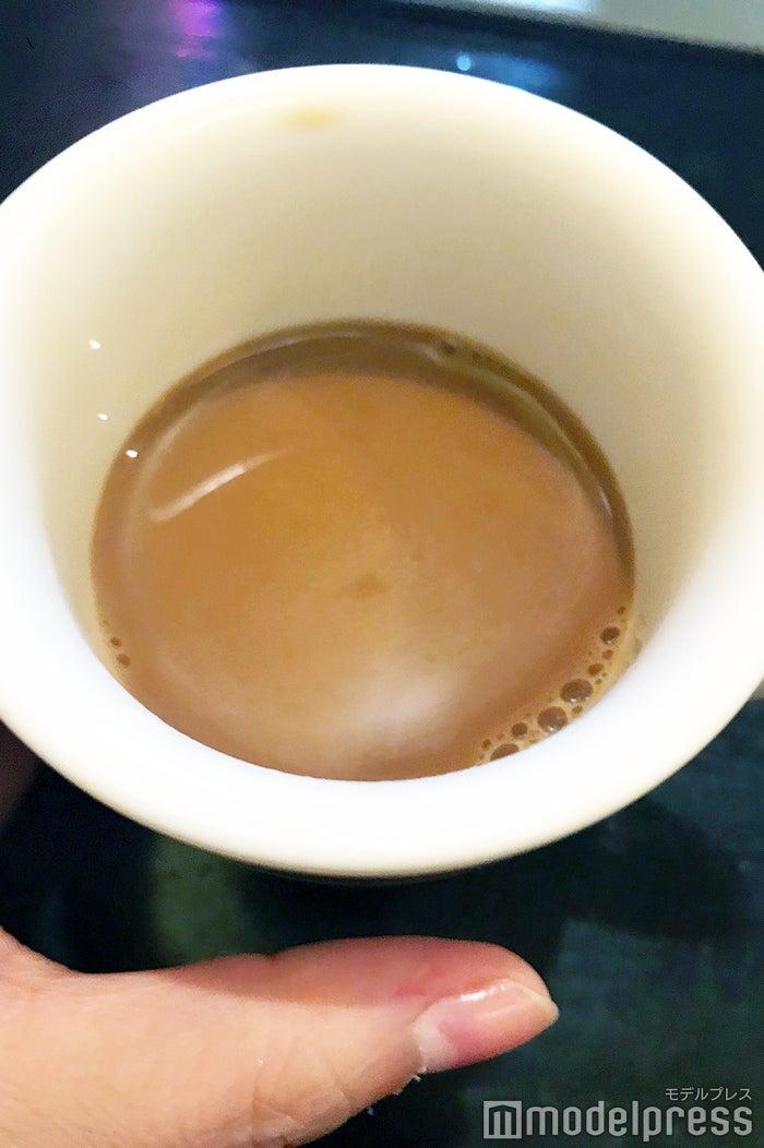 2杯目は砂糖とミルクを入れて飲んでみて (C)モデルプレス