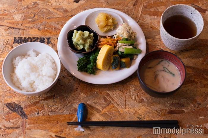 野菜がたっぷりの朝ごはん¥600(C)モデルプレス