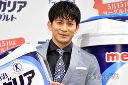 岡田准一、45歳の理想像を語る グラスグロッケンにも挑戦「V6では木琴担当なんで」