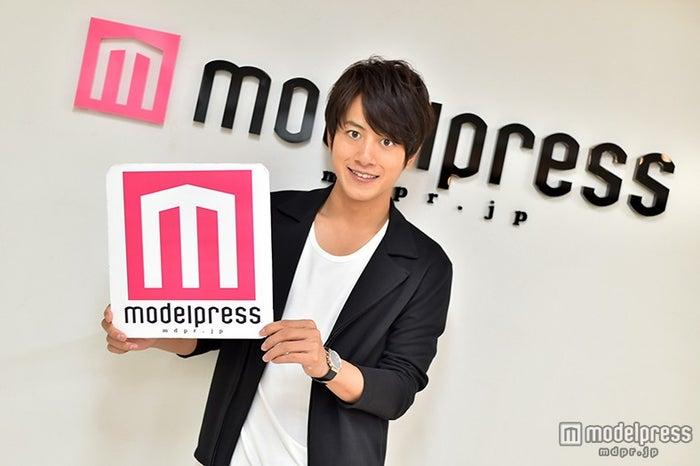 モデルプレスのインタビューに応じた溝端淳平【モデルプレス】