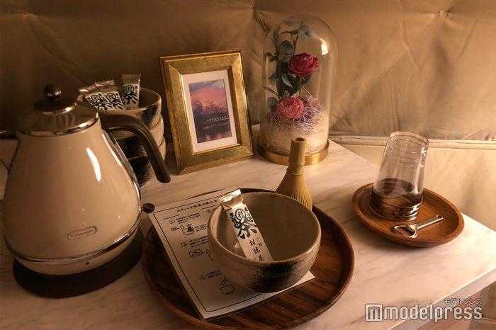 テント内で点てられるお抹茶セット(C)ビューティーガール