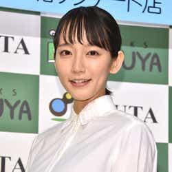 吉岡里帆「一応水着を着ています」渾身作で謎の撮影(C)モデルプレス