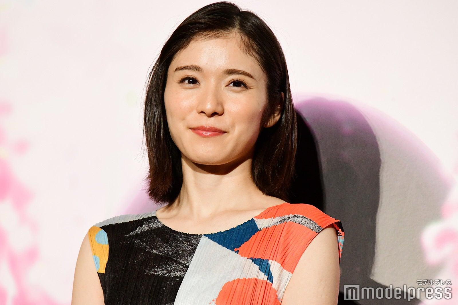 松岡茉優、JK時代写真公開 同級生・朝日奈央との2ショットに反響