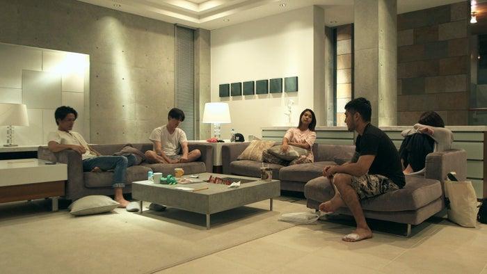 (左から)速人、勇気、政子、アーマン、美咲『TERRACE HOUSE BOYS & GIRLS IN THE CITY』42nd WEEK(C)フジテレビ/イースト・エンタテインメント