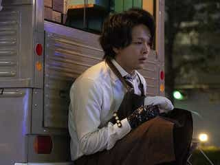 """中村倫也""""青山""""のバーテン風スタイルにファン釘付け「色気がヤバい!」<珈琲いかがでしょう>"""