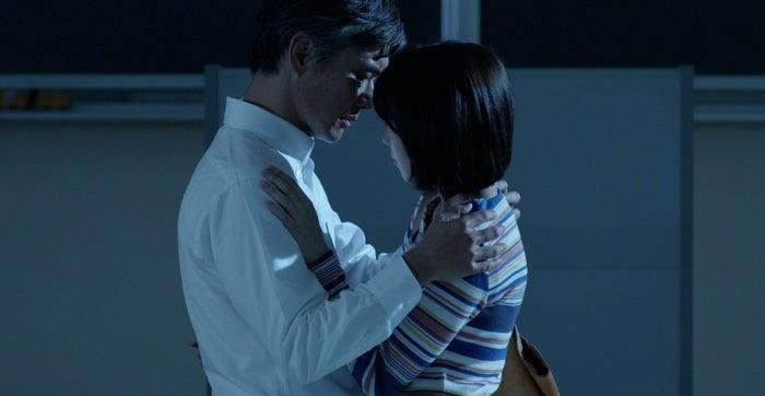 渡部篤郎、飯豊まりえ/「パパ活」第6話より(C)エイベックス通信放送/フジテレビジョン
