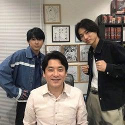 山崎賢人&吉沢亮、『キングダム』作者との3ショット公開に反響「目の保養」「2人のペアは最高」