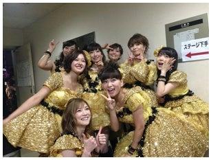 ドリームモーニング娘。として「Hello!Project COUNTDOWN PARTY 2013 ~ GOOD BYE & HELLO ! ~」にてライブ出演した久住小春(写真左)