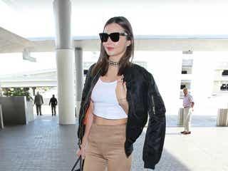 ドキッ!ミランダ・カー、一瞬下半身がヌードに見える空港ファッション