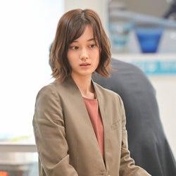 山下美月 「着飾る恋には理由があって」第2話より(C)TBS