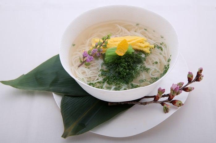 車力門 ちゃわんぶ、桜鯛の煮麺/画像提供:JAPAN CRAFT SAKE COMPANY