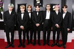 BTS (左から)V、SUGA、JIN、JUNG KOOK、RM、JIMIN、J-HOPE(Photo by Getty Images)