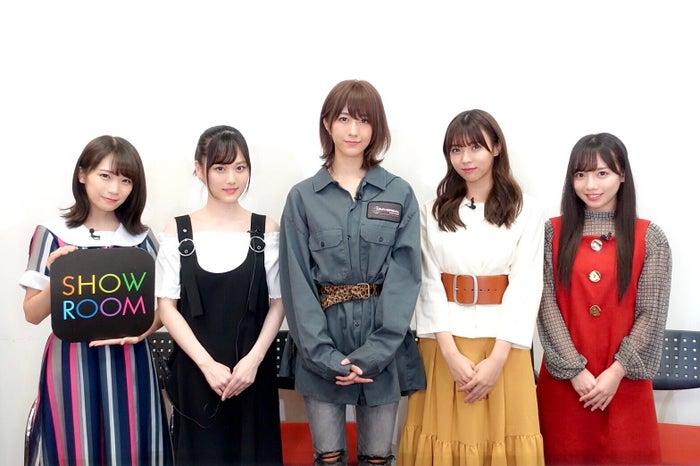 (左から)秋元真夏、山下美月、土生瑞穂、小林由依、齊藤京子(提供写真)