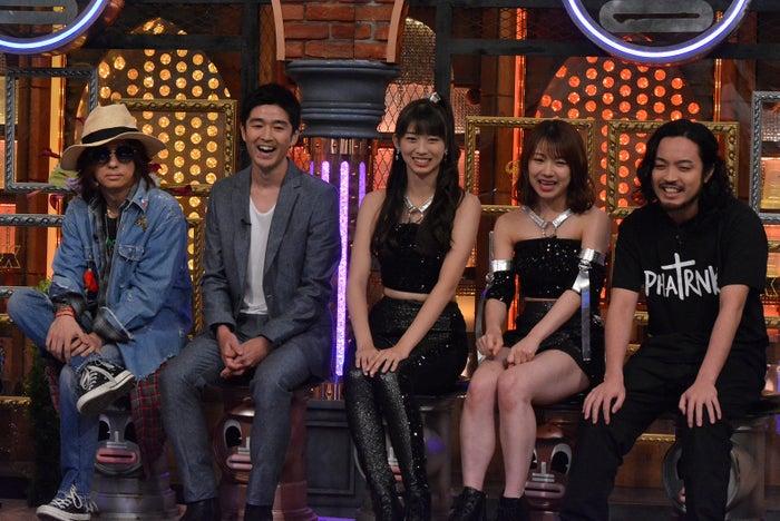(左から)清春、藤巻亮太、牧野真莉愛、石田亜佑美、R‐指定(C)日本テレビ