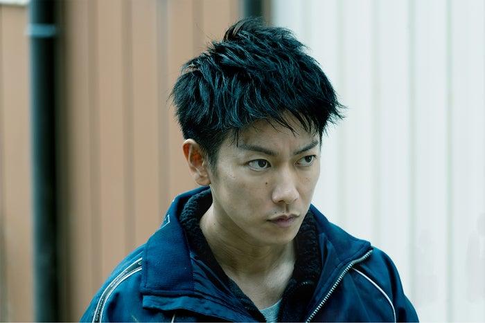 佐藤健(C)2021映画「護られなかった者たちへ」製作委員会