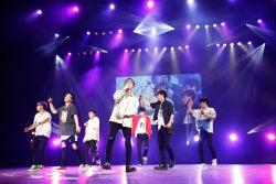 iKON、3年ぶりファンミで変顔&セクシーダンス 日本初披露の新曲も