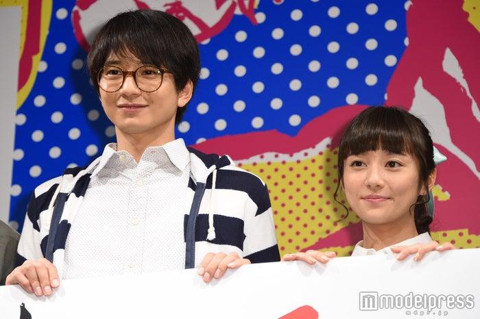 向井理(左)「抵抗しかない」「身を削ってやった」木村文乃(右)と過酷撮影を回顧(C)モデルプレス