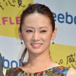モデルプレス - 北川景子、「体を鍛え始めました」 B'z稲葉浩志の腹筋を意識