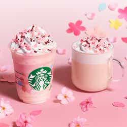 (左から)「さくら ミルクプリン フラペチーノ」「さくら ミルク ラテ」/画像提供:スターバックス コーヒー ジャパン