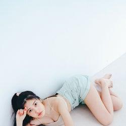 佐野ひなこ、カーヴィーライン&美バスト披露 体型キープのコツは?