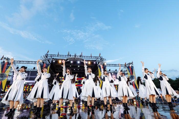 欅坂46とけやき坂46が交わる歌『太陽は見上げる人を選ばない』。この日、けやき坂46の2期生が加入して初めて披露した。/撮影:上山陽介