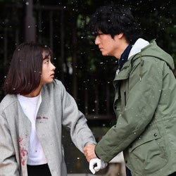 石原さとみ、井浦新/「アンナチュラル」第5話より(C)TBS