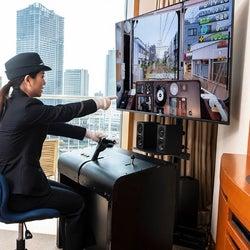 鉄道ファン垂涎!本物のハンドルで操縦できるシミュレーターがホテルの客室内に。限定品の販売も必見