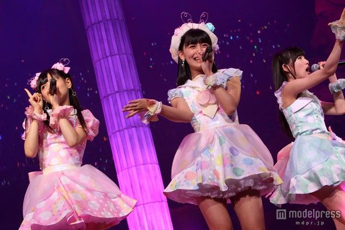新ユニット・てんとうむChu!による「君だけにChu!Chu!Chu!」(C)AKS