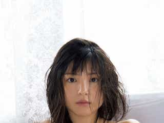 川島海荷、肩出しドレスで新境地 色っぽい素肌を披露