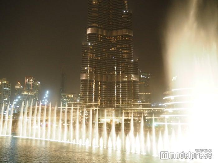 豪華でダイナミックな音と光の噴水ショー(C)モデルプレス