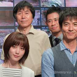 (左から)本田翼、平田満、伊藤淳史、沢村一樹 (C)モデルプレス