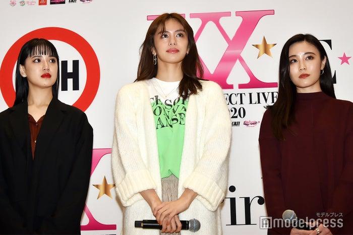 (左から)藤井夏恋、佐藤晴美、鷲尾伶菜(C)モデルプレス