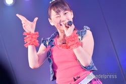 「投げキッスで撃ち落とせ!」鈴木くるみ/AKB48柏木由紀「アイドル修業中」公演(C)モデルプレス